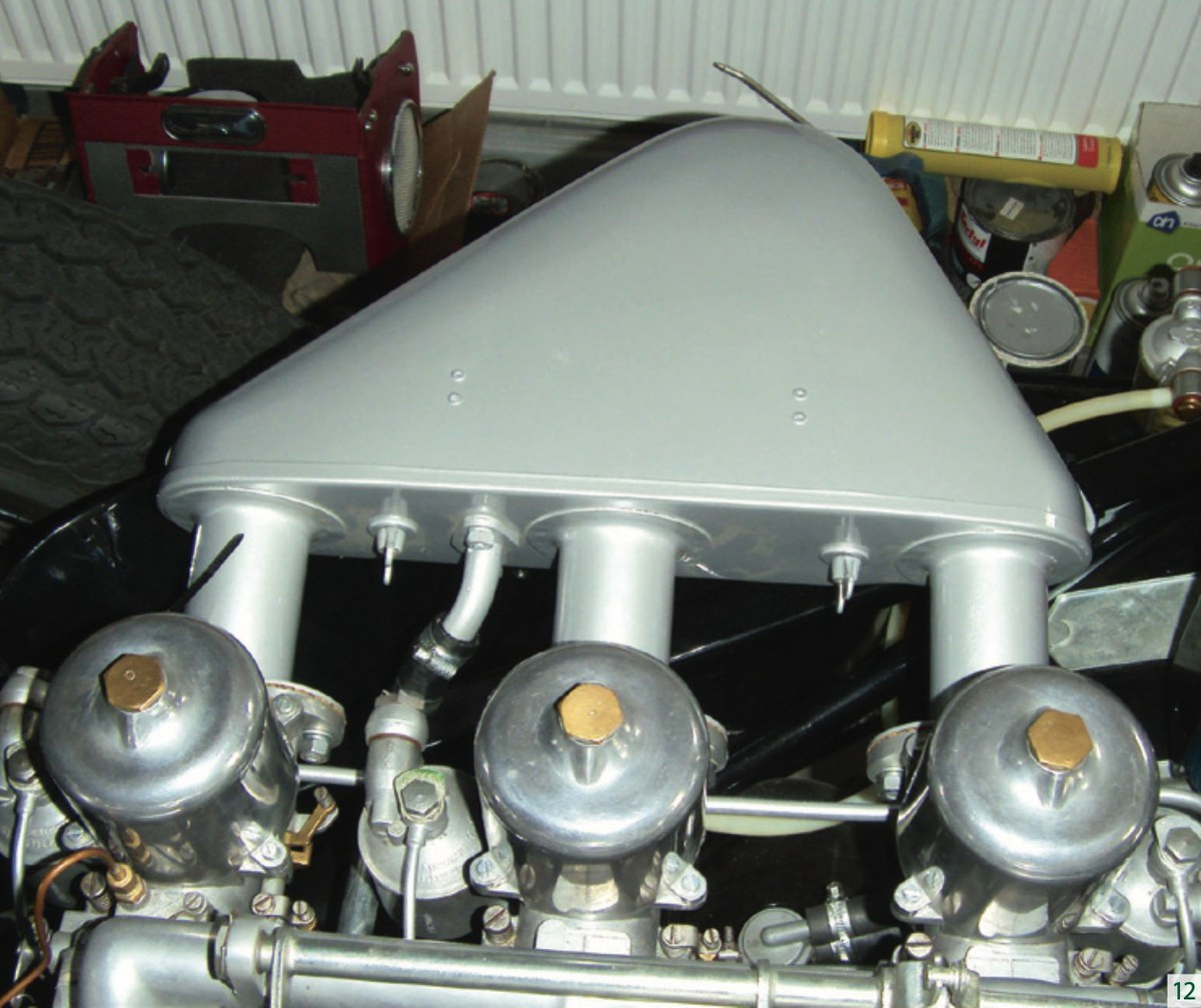 RESTAURATIE JAGUAR E-TYPE S1 3.8 1961 deel 15 Onder de motorkap